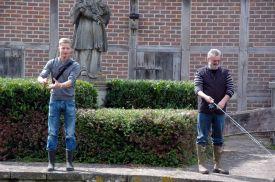 Gerd Droop und Benedikt Heitmann angeln an der Dinkel