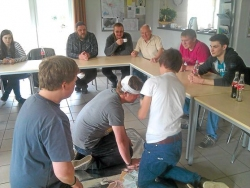 Mit Spaß und Interesse waren die Teilnehmer im Anglerheim bei der Sache